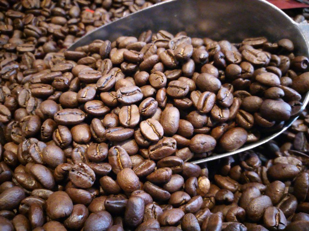 Campuran biji kopi yang asli