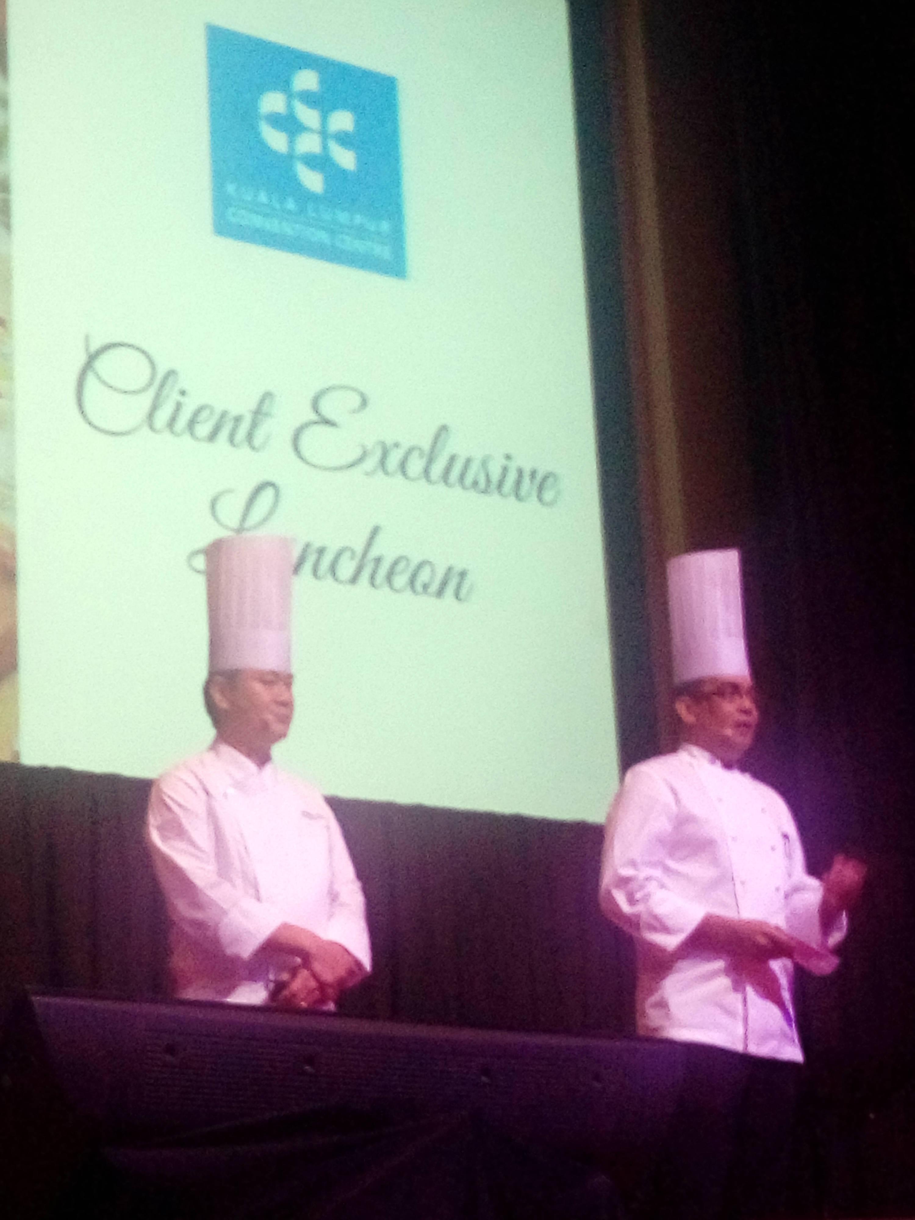 Chef Hisham Jaafar, selaku Executive Chef dan Chef Andrew Lee, Chinese Master Chef