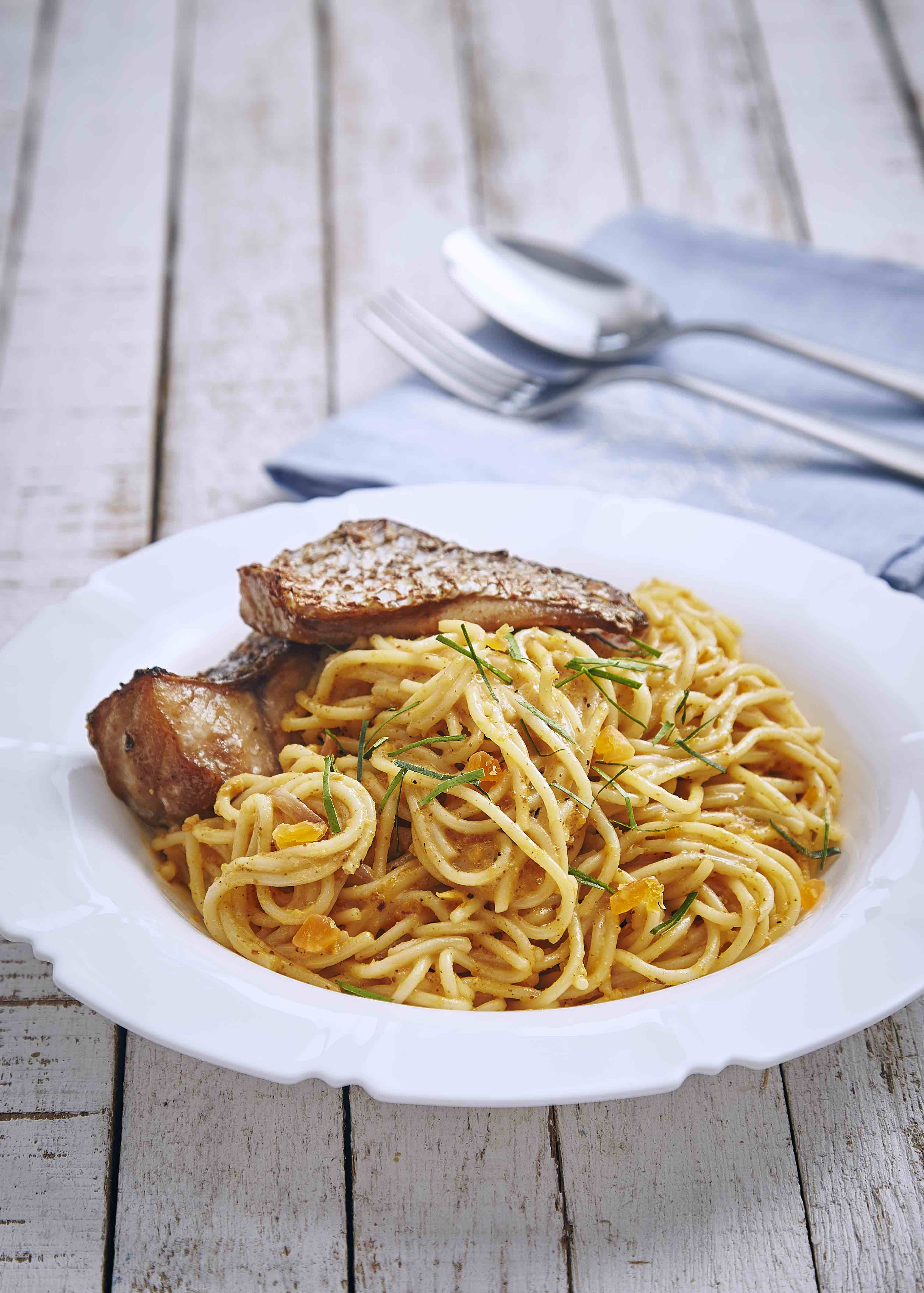 menu sihat Spageti Telur Masin bersama Filet Ikan