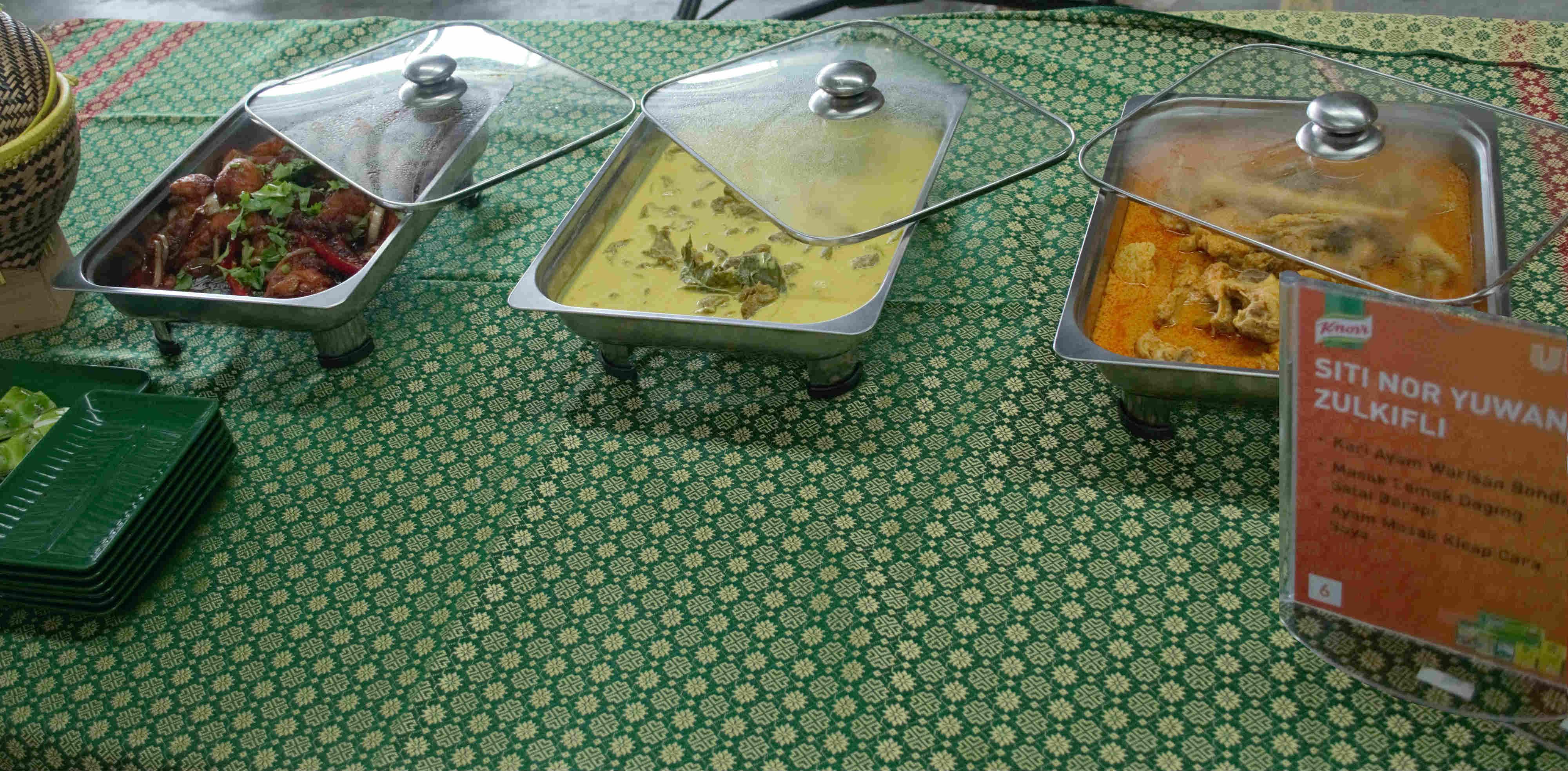 Raja Kuah Knorr -Hidangan masakan pemenang Siti (dari kanan) Kari Ayam Warisan Bonda, Masak Lemak Daging Salai Berapi dan Ayam Masak Kicap Cara Saya.