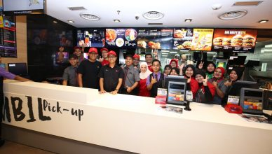 Group photo of McDonald's restaurant crew members and participants of McD Turn Padang Day