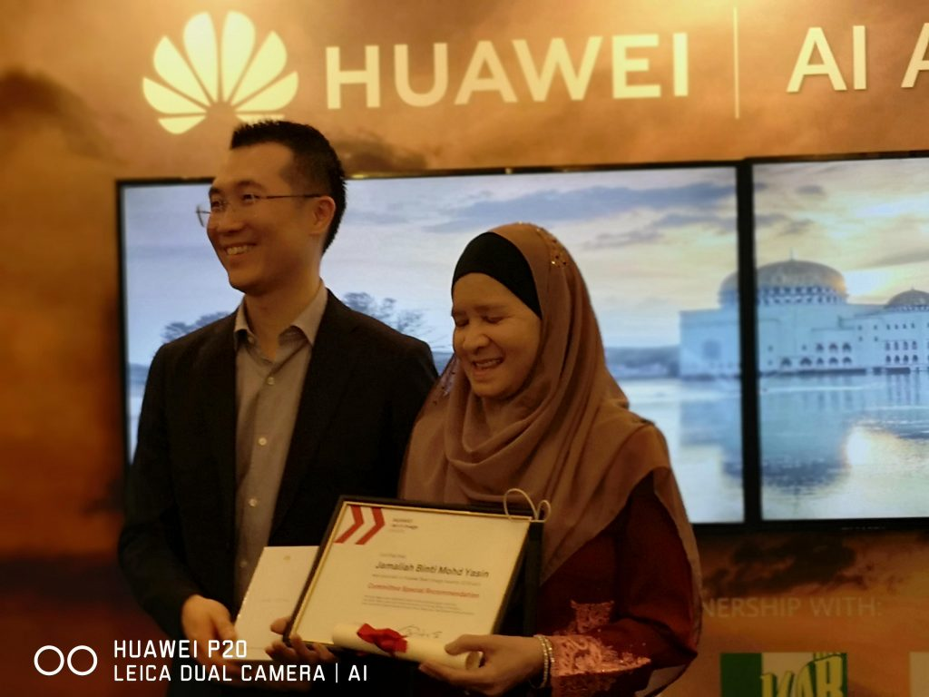 Jamaliah Mohd Yasin menerima pengiktirafan khas