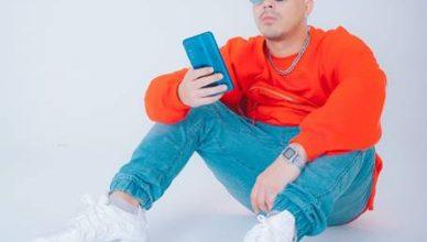 SonaOne - Look at my Phone