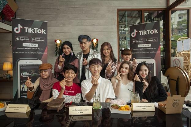 Antara para pencipta TikTok dari Malaysia, Indonesia dan Korea Selatan yang mengambil bahagian di Parti TikTok