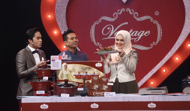 Dato' Sri Siti Nurhaliza ketika mempromosikan peralatan memasak Vantage