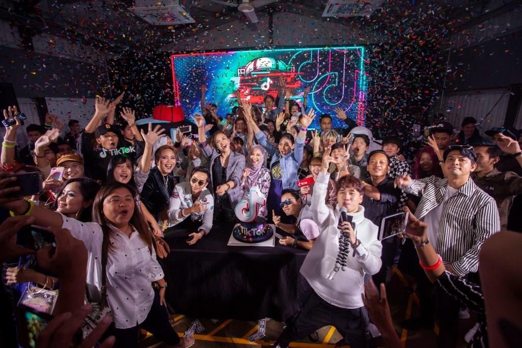 Menjemput tahun 2019 dengan penuh stail bersama para pencipta TikTok dan selebriti Malaysia