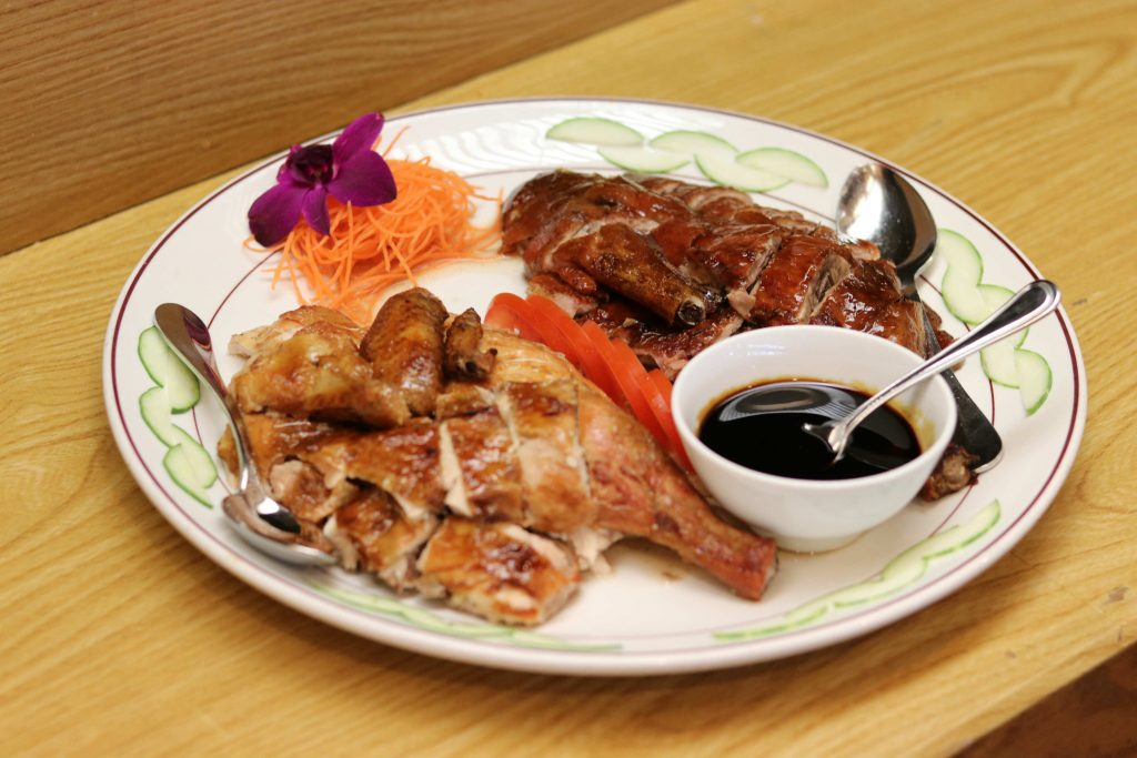 Combination of Roasted Duck with Chinese Herbal Sauce & Roasted Chicken with Thai Mae Pranom Gravy