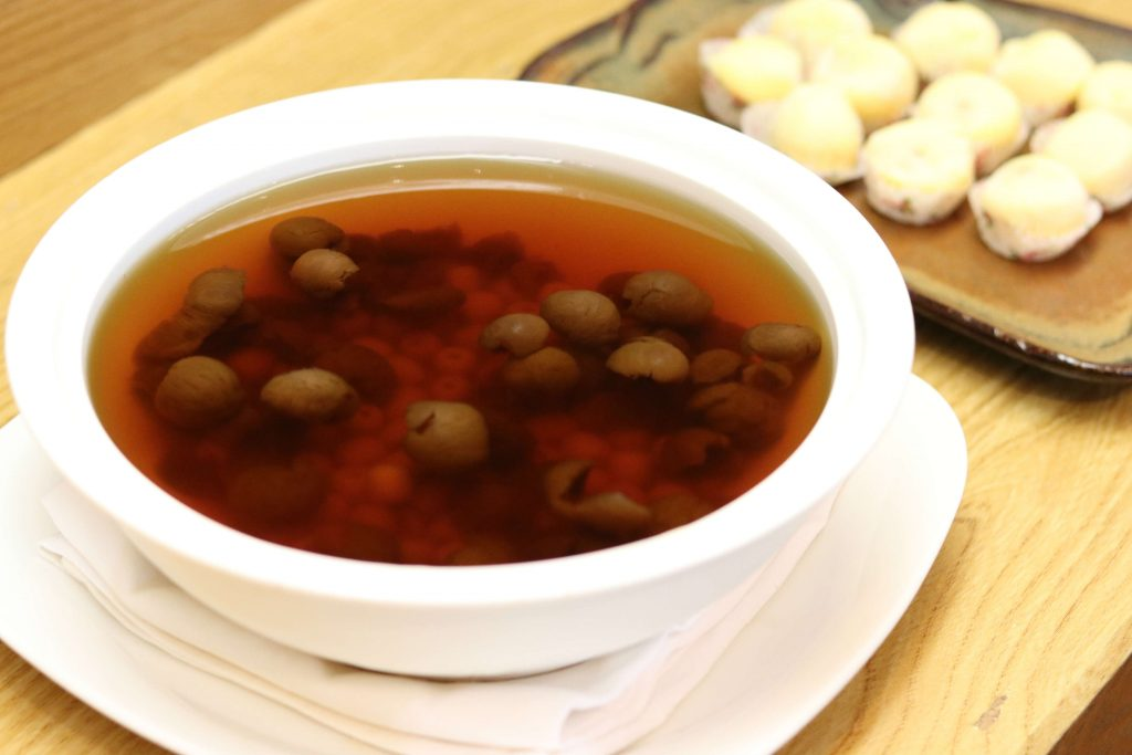 Chilled Longan with Lotus Seed