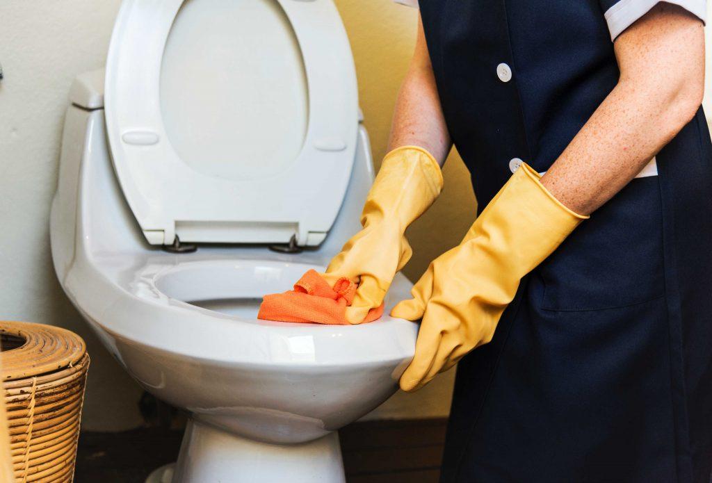 Membasuh bilik air menjadi mudah dengan DW-40