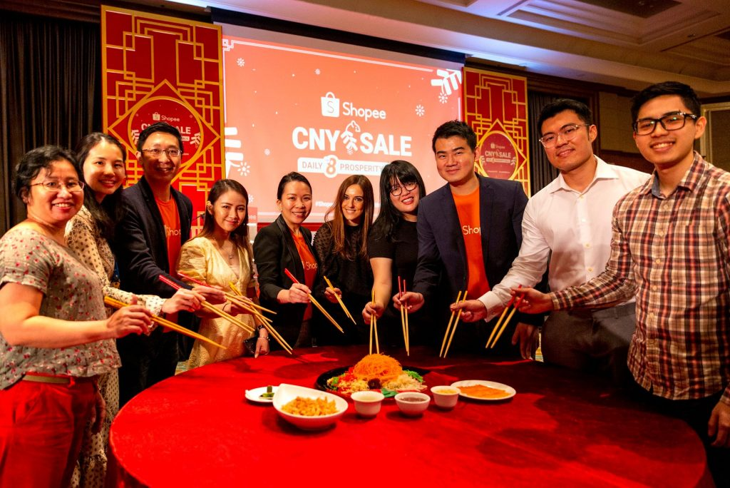 Shino Lee, Marketing Lead (Communications) (fifth from left), Shopee Malaysia, members of the Shopee Malaysia management team together with brands and partners tossing the Yee Sang for a prosperous New Year at the Shopee CNY Sale launch, held at Mandarin Oriental, Kuala Lumpur.