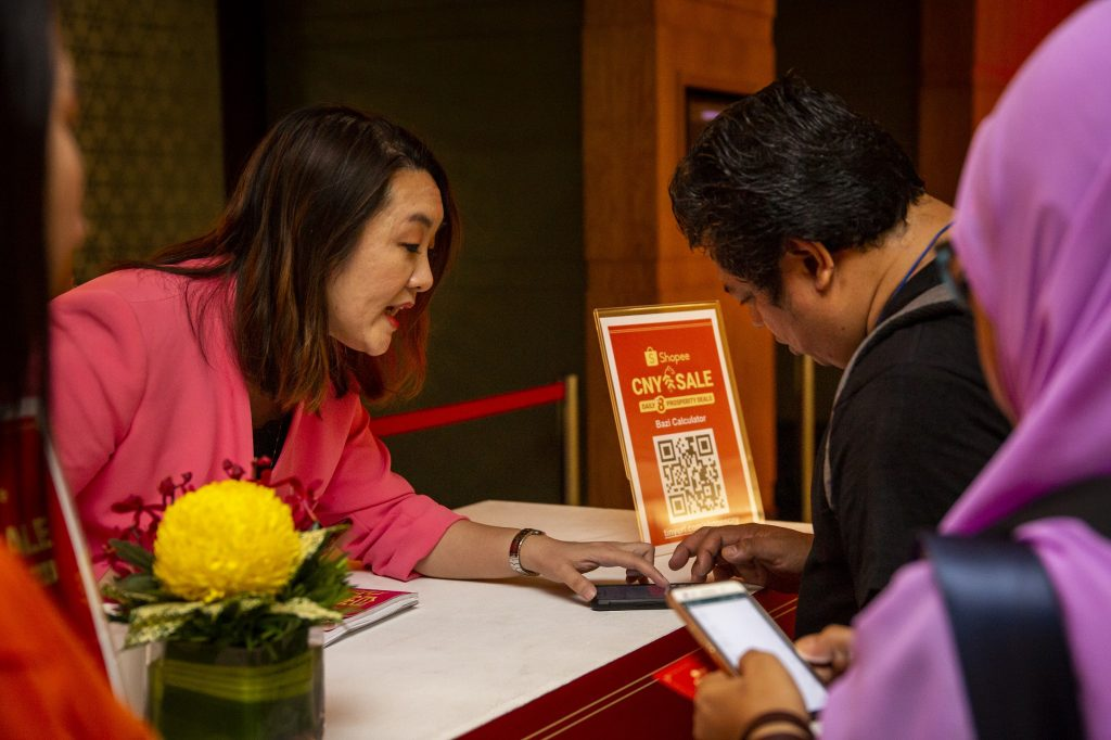 Tetamu di perjumpaan Jualan CNY Shopee