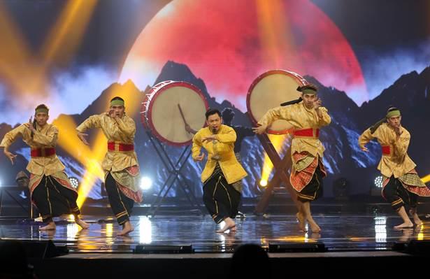 Raja Syahiran & 2Twenty2 Squad diangkat sebagai juara mingguan sewaktu konsert ketiga yang lalu setelah memberikan persembahan padu menerusi lagu 'Mantera Beradu' yang pernah dipopularkan oleh Dato' M. Nasir &  Malique