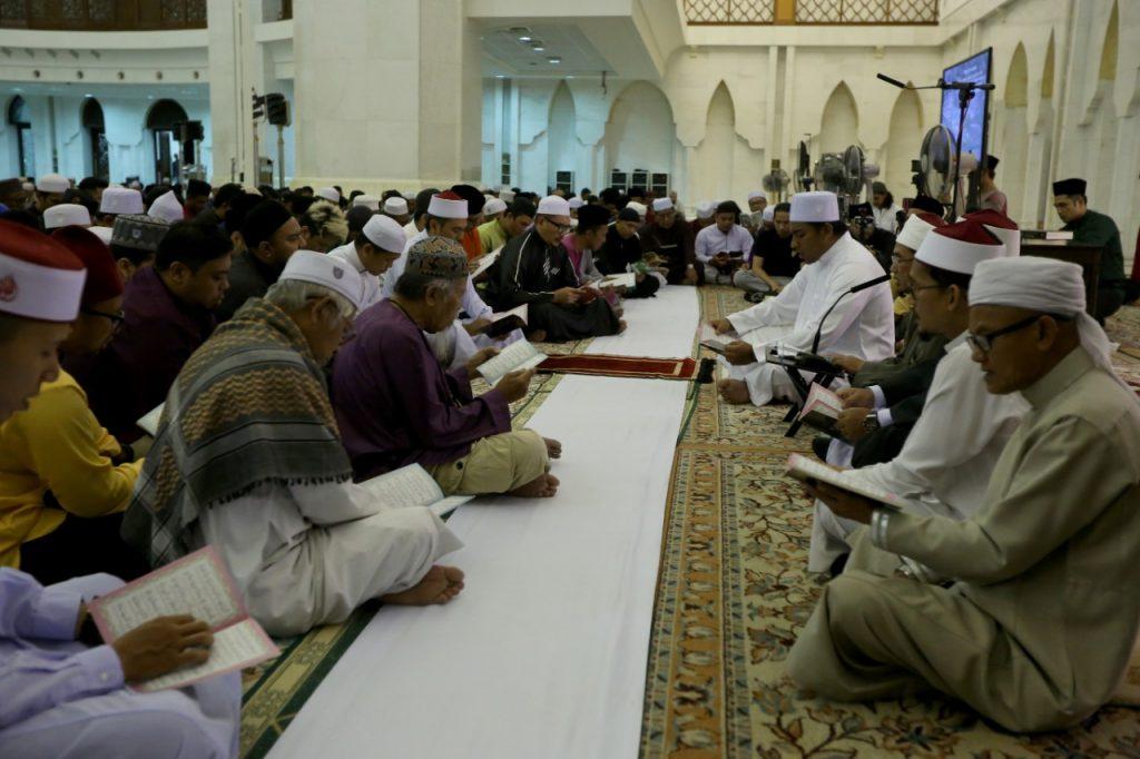 Majlis tahlil dan bacaan Yaasin untuk Arwah Abam Bocey