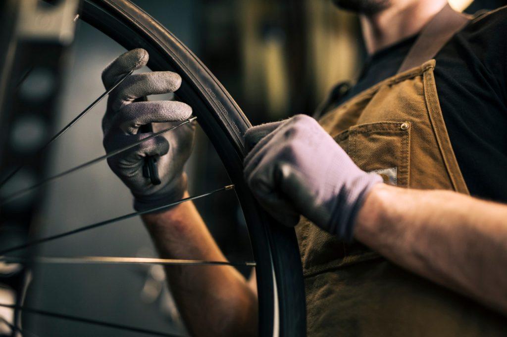 Aktiviti berbasikal memerlukan penjagaan yang baik untuk basikal yang digunakan