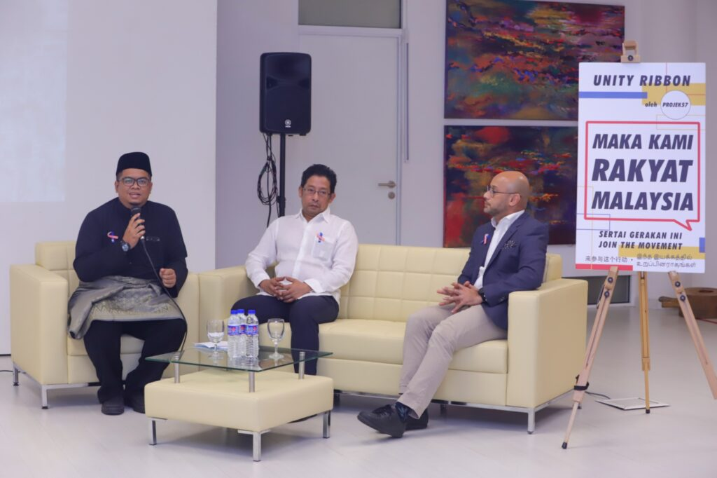 Dialogue Session Panellists: Encik Zairudin Hashim, Vice President of Central Committee of Muslim Youth Movement of Malaysia (ABIM), Mr Eddin Khoo, Director and Founder of Pusaka, and Co-Founder of Projek57 Encik Syed Sadiq Albar. Rukun Negara